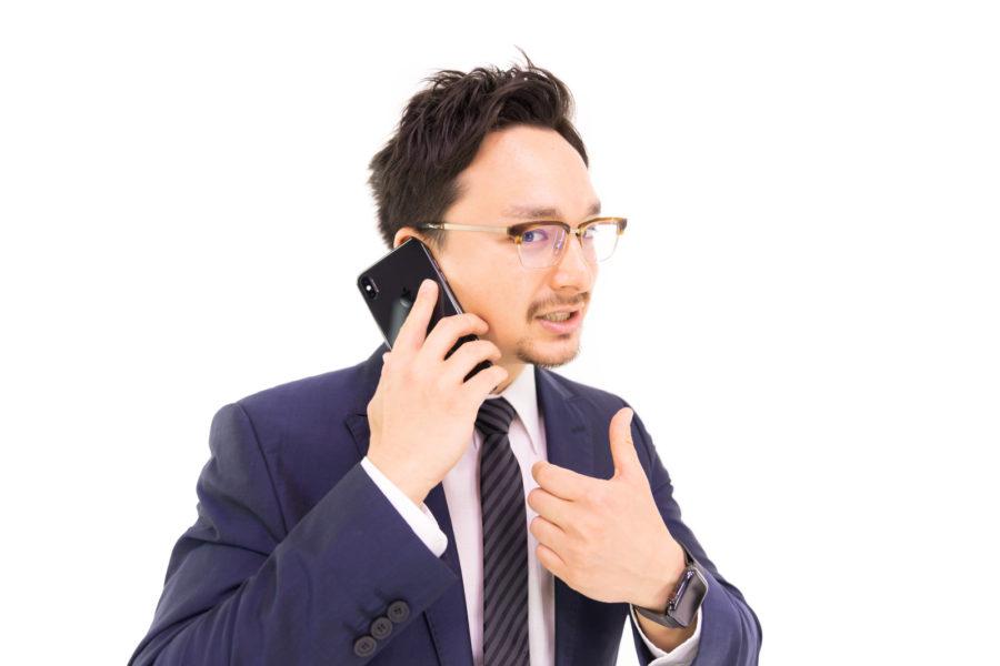 取引先との電話商談がうまくいったマーケターのフリー画像